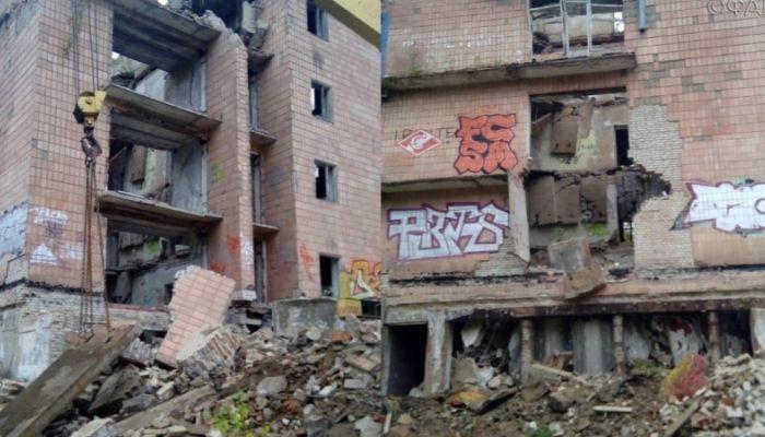Заброшенное здание рухнуло в Подмосковье: под завалами остались люди