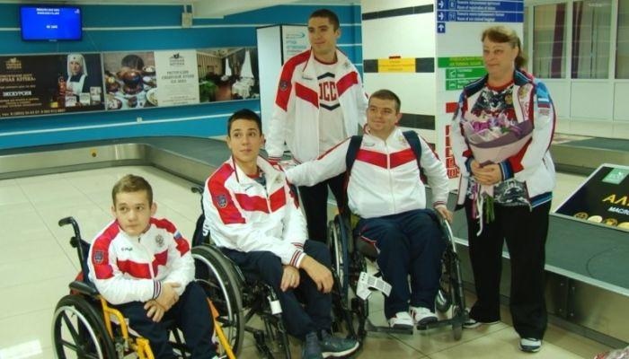 Девять медалей и три рекорда: алтайский паралимпиец Роман Жданов вернулся домой