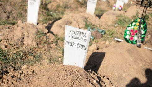 Новорожденные отказники: чьи могилы не могли закопать на кладбище во Власихе?