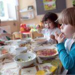 Сыты по горло: чем кормят малышей в детских садах Барнаула?