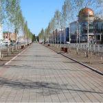 Ураганный ветер снес скамейки в центре Барнаула