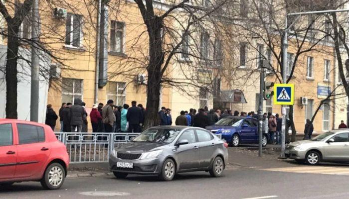 Огромные очереди за медсправками для водительских прав появились в Барнауле