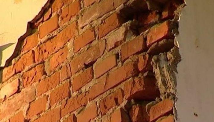 Часть стены обвалилась в жилом доме Барнаула