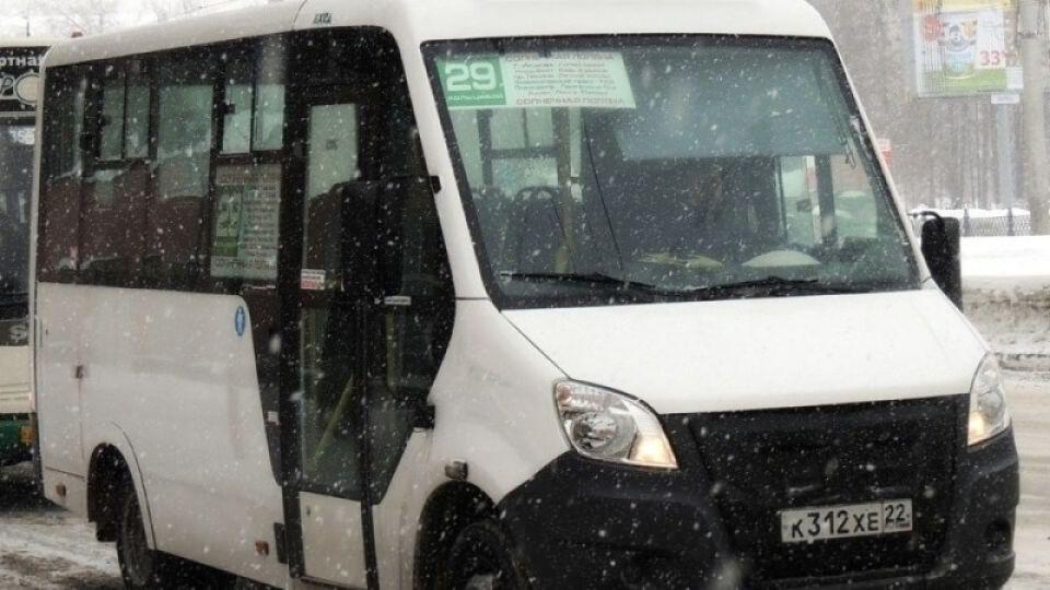 """Водители маршруток в Барнауле перестали брать """"лишних"""" пассажиров из-за штрафов"""