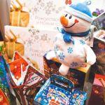Что вошло в новогодние подарки для школьников и за счет чего они стали тяжелее?