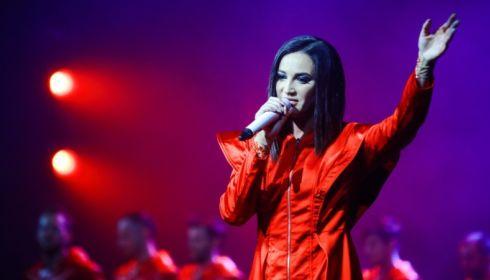 Бузова неправильно назвала фамилию Льва Лещенко на концерте