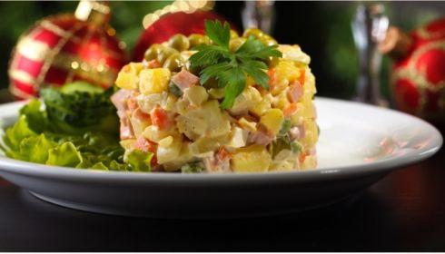 Оливье от шефа: как приготовить новогодний салат по рецепту барнаульских поваров