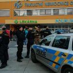 Полиция ищет устроившего стрельбу в больнице чешской Остравы
