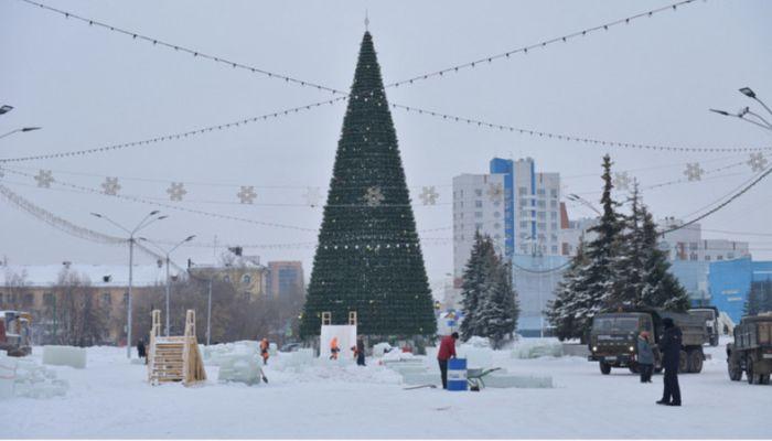 Как создают снежные городки на Сахарова и Мало-Тобольской в Барнауле: фото