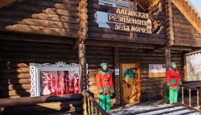 Алтайская резиденция Деда Мороза презентовала трендовые футболки