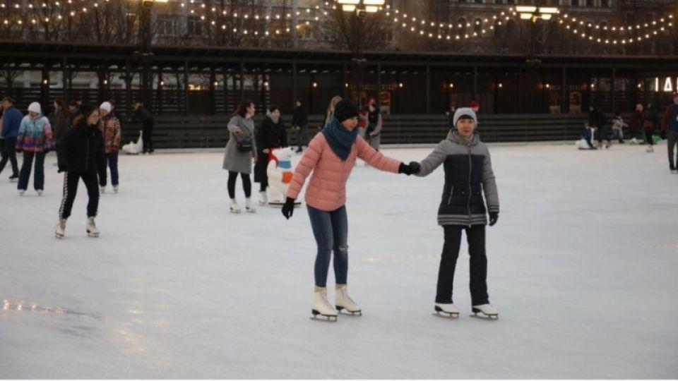 Где в Барнауле покататься на коньках и лыжах и сколько это стоит?