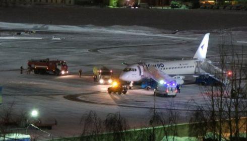 Самолет, летевший через Барнаул, экстренно сел в Сыктывкаре