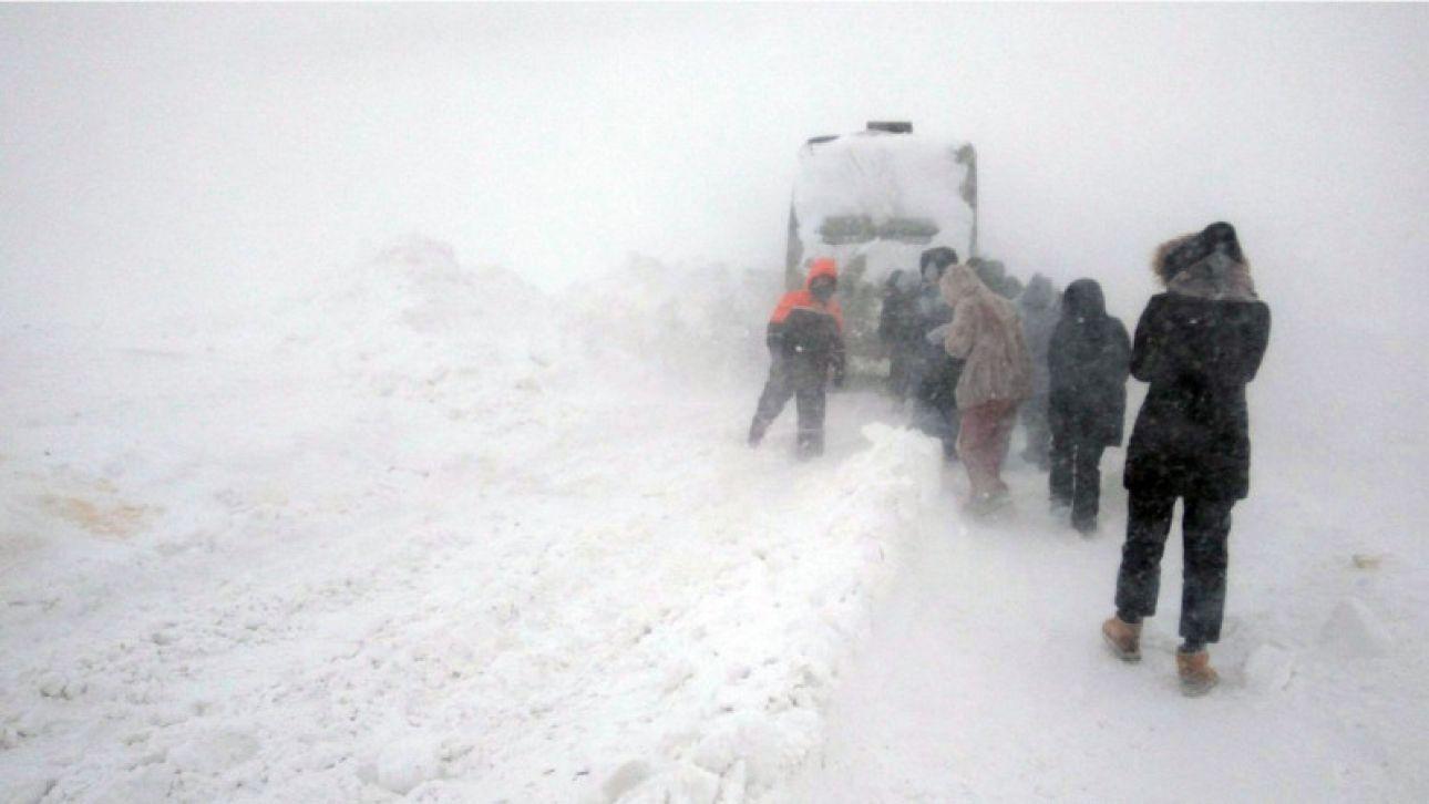 Снежный плен: власти Алтайского края вынуждены идти на крайние меры