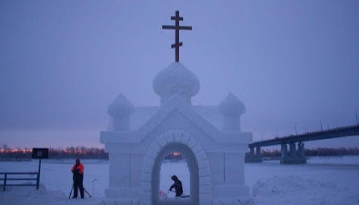 Барнаульцы начали с опозданием окунаться в главную купель города