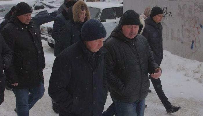 Кто эффективнее в уборке снега в Барнауле: грейдер или губернатор