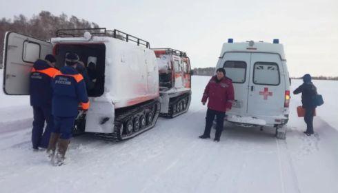 Спасателям на Алтае пришлось снегоходом эвакуировать ребенка с аппендицитом