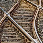 Подросток попал под поезд и лишился ноги в Новосибирске