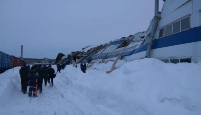 Крыша вагоноремонтного завода обрушилась в Кемеровской области