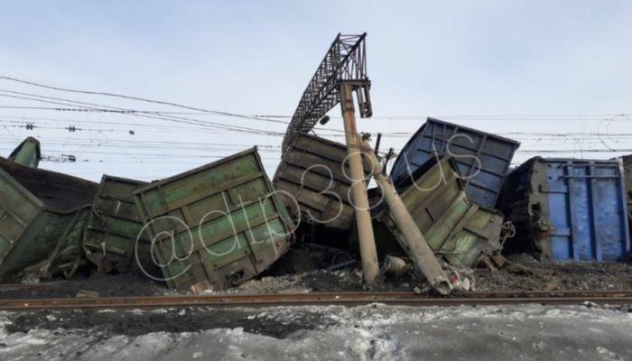 В Иркутской области сошли с рельсов 30 вагонов с углем