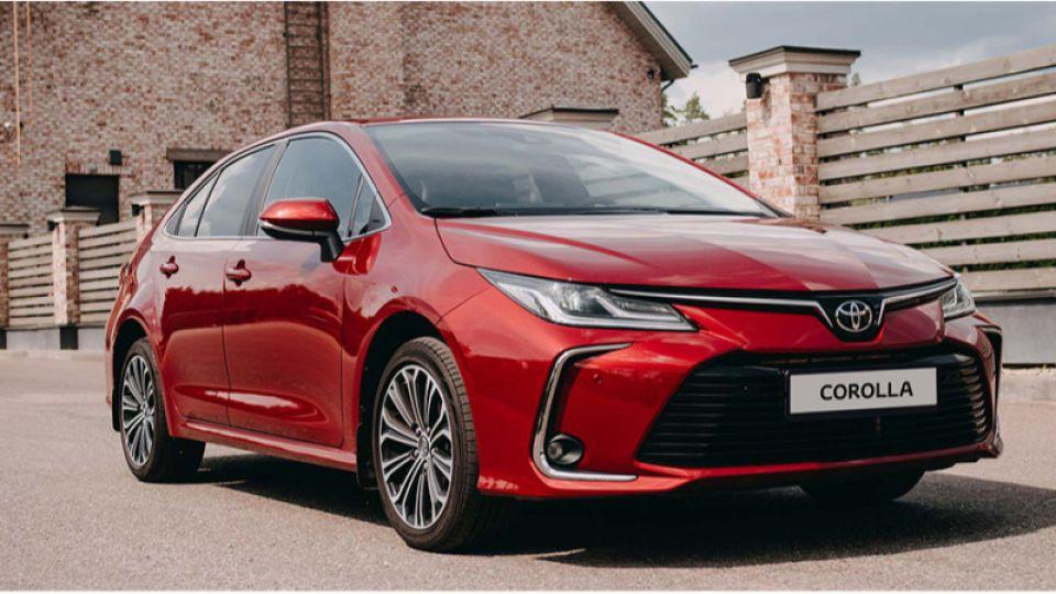 Toyota назвала рублевые цены на обновленную Corolla