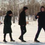 Рубцовские школьники обустраивают Сквер Победы за свой счет