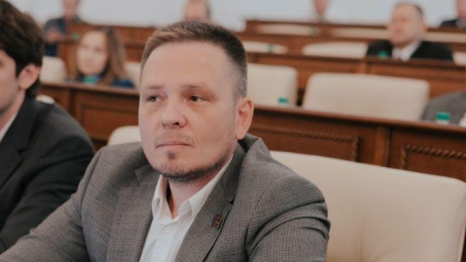 Суд оставил под стражей алтайского депутата Андрея Волкова