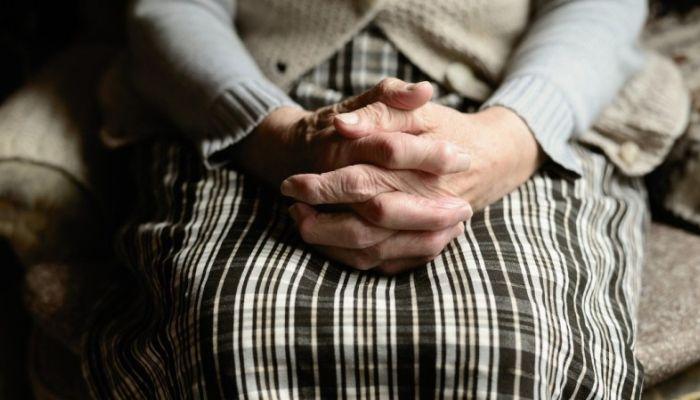 Рубцовские пенсионеры несколько лет живут в доме без воды и туалета