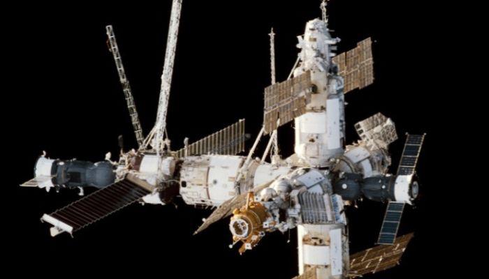 Как выглядела орбитальная станция Мир? Интерактивное путешествие