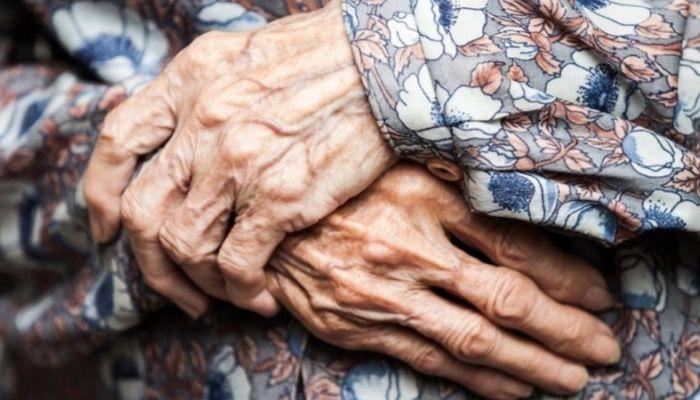 Сибирская бабушка отморозила руки в собственном доме