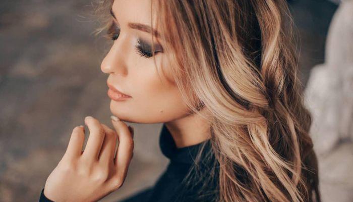 25-летняя модель из Новосибирска поздравила Сеть с Масленицей сексуальным видео