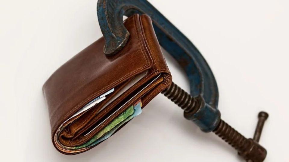44% кредиторов в Барнауле тратят на погашение долгов больше половины зарплаты