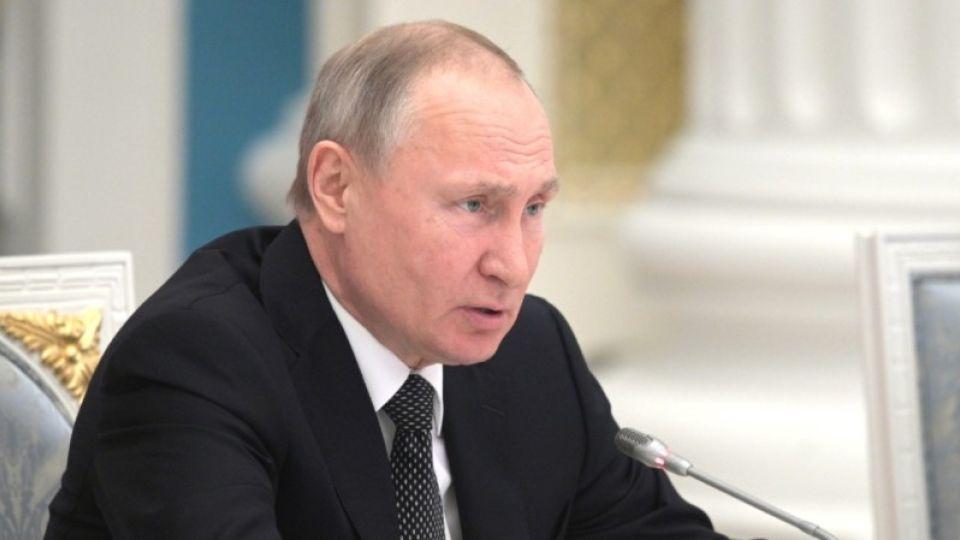 Путин подписал закон о выплате маткапитала за первого ребенка