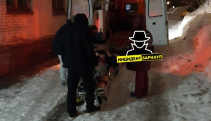 Жительница Барнаула сломала ногу во дворе многоэтажки