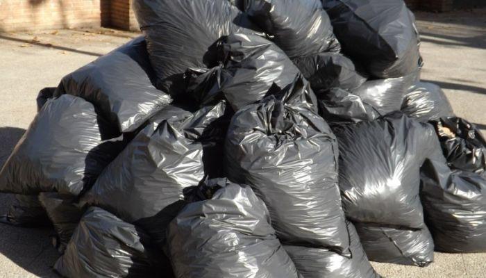 Водители мусоровозов ЭКО-Комплекса обнаружили среди отходов трупы животных
