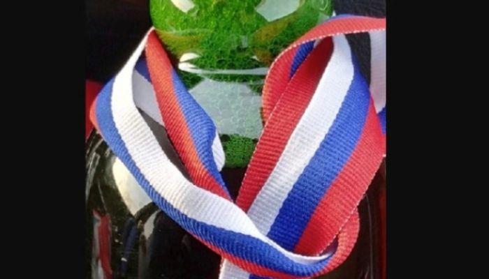 Турнир по литроболу?: сибирских спортсменов наградили пивом с триколором