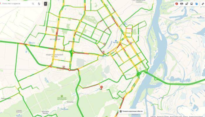 ДТП парализовало движение в спальном районе Барнаула в утренний час пик