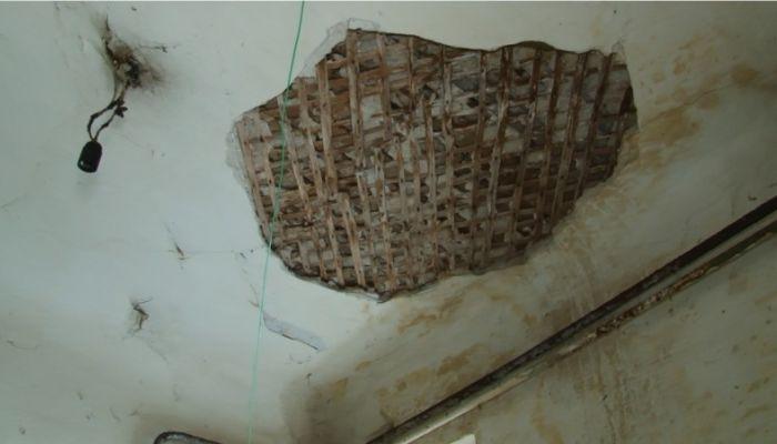 Жильцы одного из барнаульских домов рискуют оказаться под завалами стен