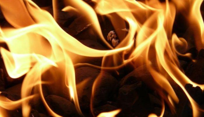 Торговый центр сгорел ночью в Ребрихе