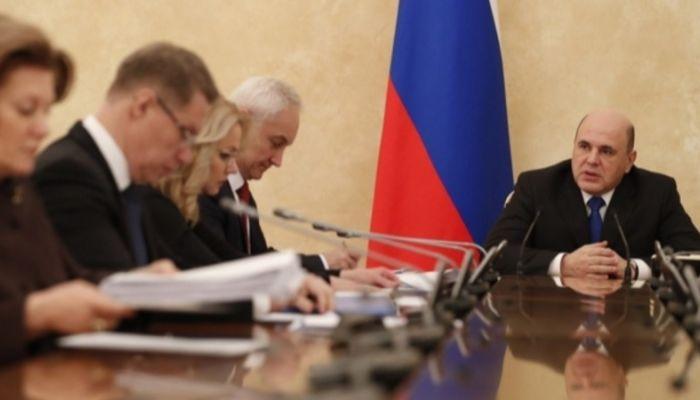 Мишустин призвал пожилых россиян сидеть дома из-за коронавируса