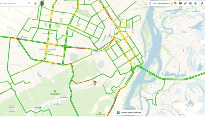 Пробка образовалась на улице Матросова в Барнауле в утренний час пик