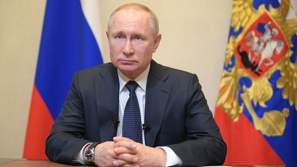 Путин ввел каникулы по кредитам для потерявших 30% дохода