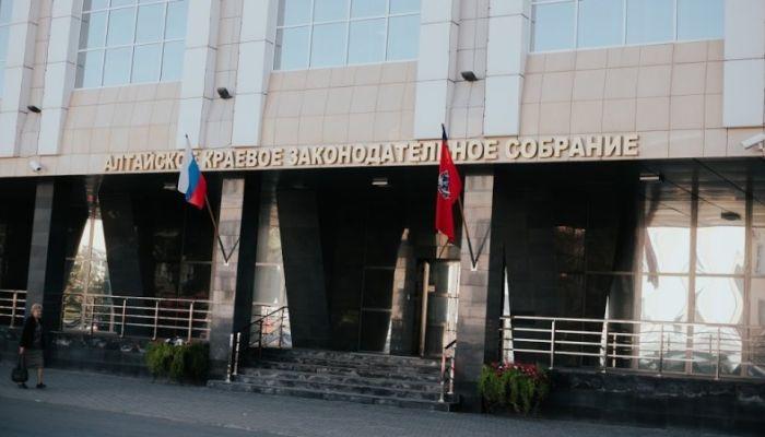 Алтайские депутаты продлили маткапитал и ввели новые нормы озеленения