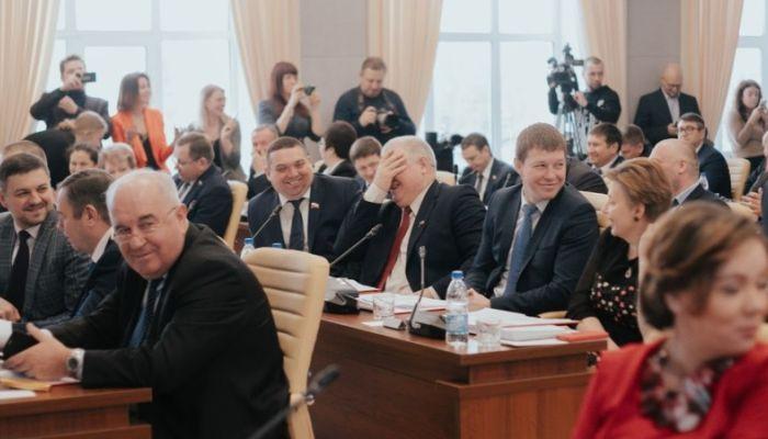 Смех да и только: как радуются и хохочут алтайские политики