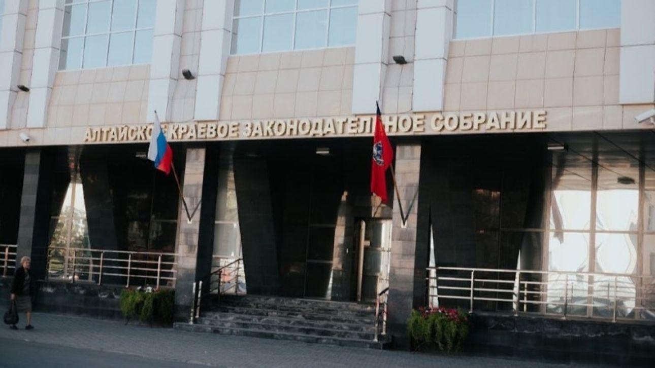 Алтайские депутаты перенесли апрельскую сессию и отчет губернатора