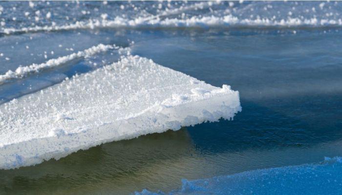 Бийский школьник оказался на оторвавшейся льдине