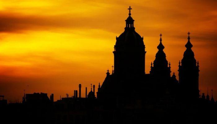 Соборную мечеть Барнаула закрыли для прихожан, в церкви идут единицы
