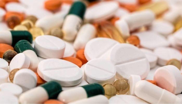 Россияне скупают в аптеках витамины и успокоительные