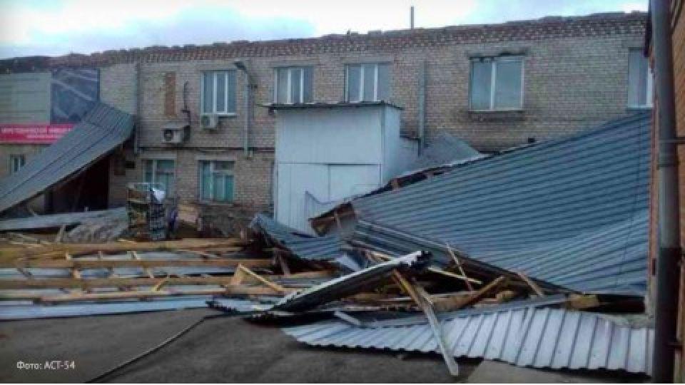 Крышу Пенсионного фонда унесло в Новосибирской области