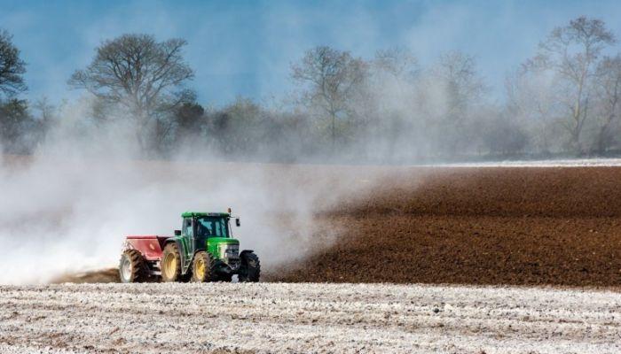 Аграриям Алтайского края предлагают отказаться от импортной техники и удобрений
