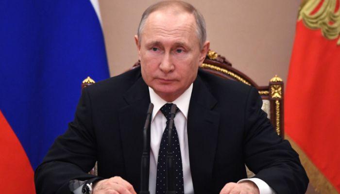 Путин велел поддержать рублем бюджеты регионов